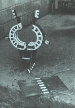 Клещевой зажим с контактной пластиной и взрывчаткой для резки труб на крыше 3-его энергоблока
