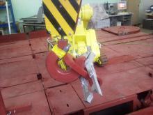 Отработка технологии зацепа петли кассеты на крюк крана с помощью комплекса МРК-27-МА-БАЭС на специальном стенде-имитаторе
