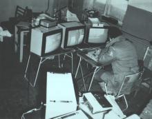 Оператор комплекса «Мобот-Ч-ХВ-2» во время работы