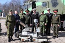Участники учений – представители ИТУЦР и МО РФ вместе с комплексом МРК-35