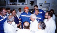 Сводный коллектив специалистов во время обсуждения плана действий