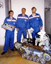 Специалисты СКТБ ПР после успешного завершения работ вместе с комплексом МРК-25 «КУЗНЕЧИК»