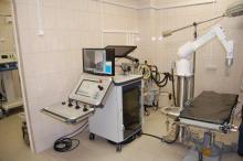 Роботизированный медицинский манипулятор в операционной во время подготовки к доклиническим испытаниям